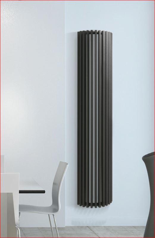 Verticale koker buis radiator voor wandbevestiging